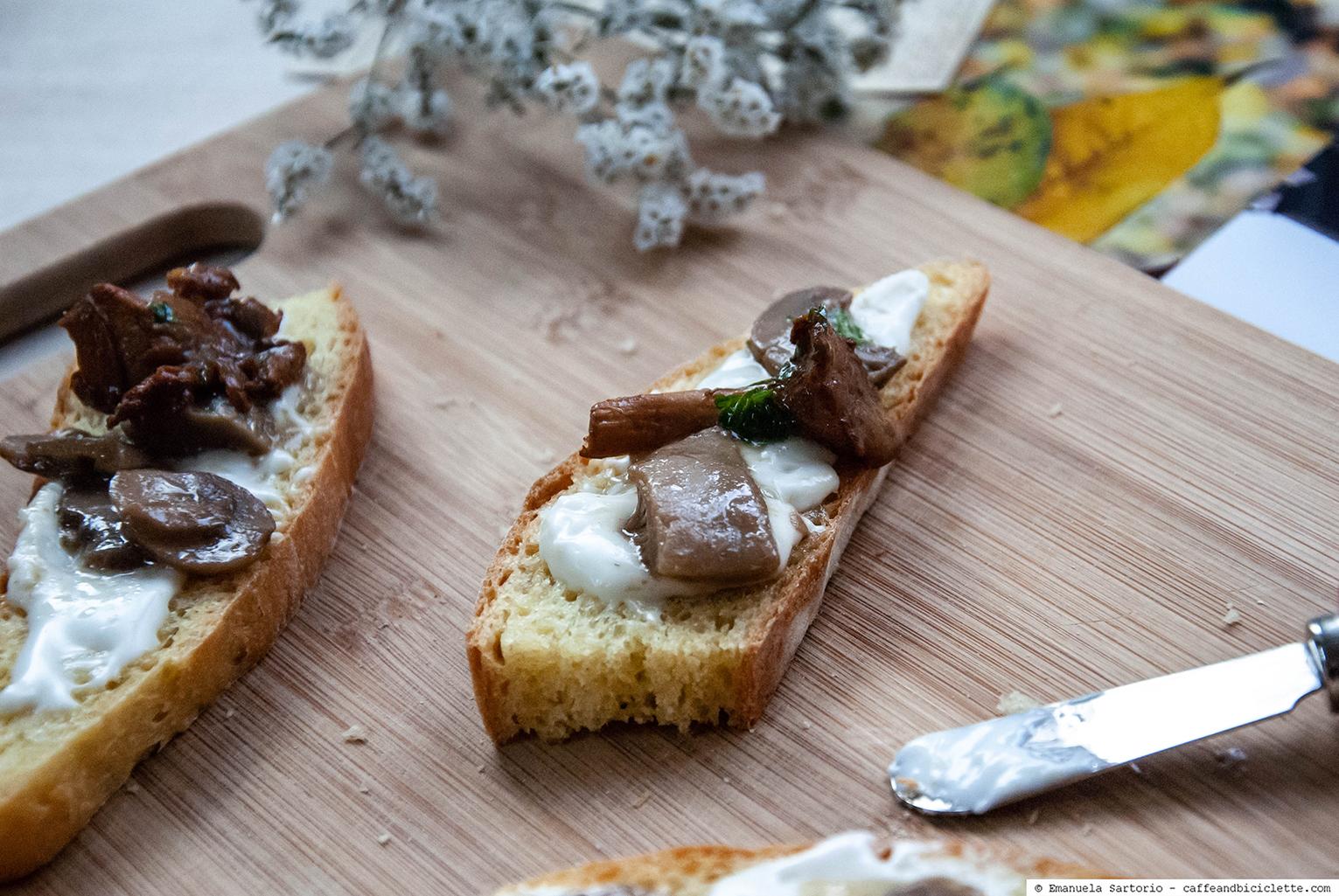 crostoni bergamino e funghi